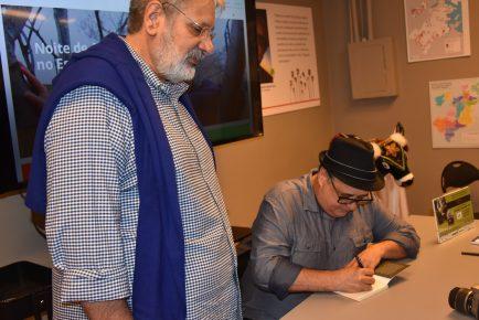 Jornalista Roberto Lima - Autógrafo - 8 (com jornalista Jehozadak Pereira)